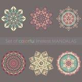 Ensemble de six mandalas colorés lineless complexes Image libre de droits
