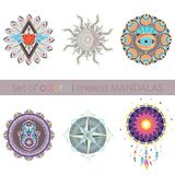 Ensemble de six mandalas colorés lineless complexes Image stock