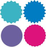 Ensemble de starburst de vecteur, insignes de rayon de soleil couleur 4 différente Labels plats simples de vintage de style Photo libre de droits