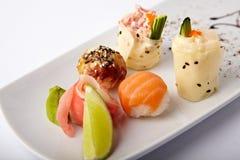 Ensemble de sushi différents images libres de droits