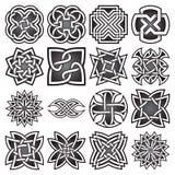 Ensemble de symboles sacrés abstraits de la géométrie dans le style celtique de noeuds Photographie stock libre de droits