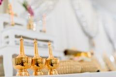 ensemble de table d'autel dans le hall de mariage présentez pour l'endroit que la statue de Bouddha pour prient et adorez avant c photos stock