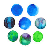 Ensemble de taches tirées par la main bleues et vertes colorées d'aquarelle, cercles d'isolement sur le blanc Photographie stock libre de droits