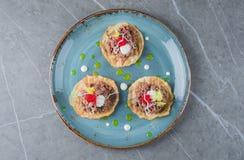 Ensemble de tartelettes délicieuses et tendres avec tartare Image libre de droits
