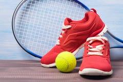 ensemble de tennis sur un beau fond Image stock