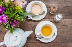 Ensemble de thé sur un bois Image stock