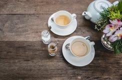Ensemble de thé sur un bois Photographie stock
