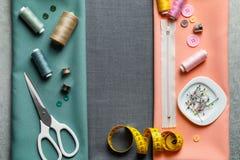 Ensemble de travailler des outils et des accessoires sur le tissu, Image stock