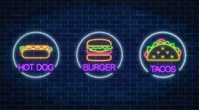 Ensemble de trois signes rougeoyants au néon d'hamburger, de hot-dog et de tacos dans des cadres de cercle sur un fond foncé de m illustration de vecteur