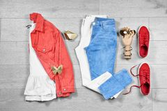 Ensemble de vêtements et d'accessorie femelles à la mode Photos libres de droits