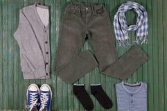 Ensemble de vêtements pour un garçon Photo stock