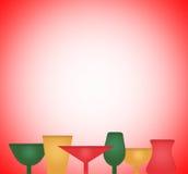 Ensemble de vacances ou de nouvelles années en verre sur le backgroune rouge Photo stock