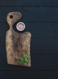 Ensemble de vaisselle de cuisine Vieux hachoir rustique fait Image libre de droits