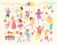 Ensemble de vecteur d'enfants heureux célébrant la fête d'anniversaire et les différents éléments de décor - guirlandes, gâteau d illustration libre de droits