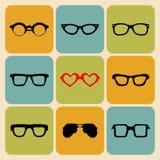 Ensemble de vecteur d'icônes de différents verres de formes dans le style plat à la mode Image stock