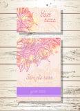 Ensemble de vecteur d'invitations de calibres ou de cartes de voeux avec les roses tirées par la main Image libre de droits