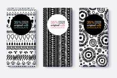 Ensemble de vecteur de designs d'emballage noirs et blancs de barre de chocolat avec les modèles tribals modernes d'Ikat Cadre de Image stock
