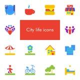 Ensemble de vecteur de 14 icônes montrant la vie de ville dans le style matériel plat de conception Photos stock