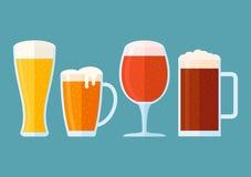 Ensemble de verres de bière sur le fond bleu Bannière horizontale de style plat illustration stock