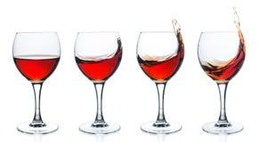 Ensemble de verres de vin avec le vin rouge sur le fond blanc Images stock
