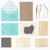 Ensemble de vieilles feuilles, enveloppe et carte de papier Image stock