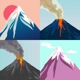 Ensemble de volcan de montagne de montagnes et de cratère Le soleil rouge illustration de vecteur