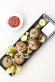 Ensemble du Moyen-Orient de démarreur de plateau de casse-croûte de nourriture de falafel de pois chiche Photo stock