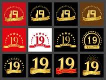 Ensemble du numéro dix-neuf 19 ans de conception de célébration Éléments d'or de calibre de nombre d'anniversaire pour votre fête illustration libre de droits