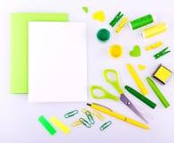 Ensemble fabriqué à la main dans des tons verts et jaunes Photographie stock