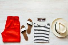 Ensemble femelle occasionnel de ressort/habillement d'été Copiez l'espace Photo stock