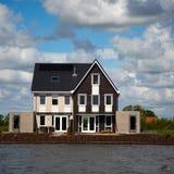 Ensemble immobilier privé sur le watefront Image stock