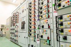 Ensemble industriel de sous-station électrique photographie stock libre de droits