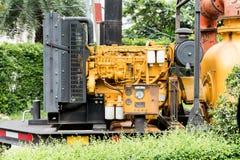 Ensemble industriel jaune de moteur de pompe à eau photographie stock