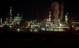 Ensemble industriel la nuit Photographie stock