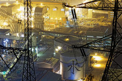 Ensemble industriel pétrochimique la nuit Image libre de droits
