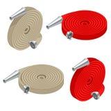 Ensemble isométrique de tuyaux d'incendie Sécurité incendie et protection Roulé dans un petit pain, tuyau d'incendie rouge avec l illustration de vecteur