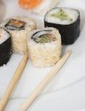 Ensemble japonais savoureux de sushi Images stock
