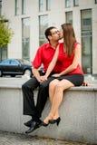 Ensemble - jeunes baisers heureux de couples Photographie stock libre de droits