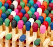 Ensemble multicolore d'allumettes images stock