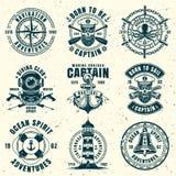 Ensemble nautique de neuf emblèmes de style de cru de vecteur illustration stock