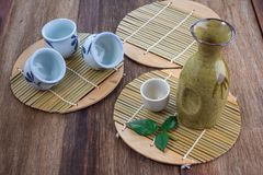 Ensemble potable de saké japonais images libres de droits