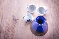 Ensemble potable de saké japonais photographie stock libre de droits