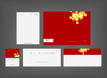 Ensemble rouge de papeterie de style minimal photographie stock