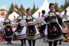 Ensemble serbe de danse folklorique photographie stock libre de droits