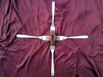 Ensemble simple de fourchette et d'isolement sur le fond violet photographie stock