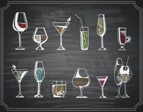 Ensemble tiré par la main de croquis de boissons et de cocktails d'alcool Illustration de vecteur Images libres de droits