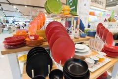 Ensembles colorés de porcelaine en Siam Paragon Mall, Bangkok Photographie stock libre de droits