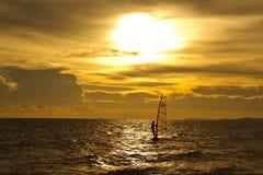 Ensembles de Sun au-dessus de la mer Image stock