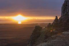Ensembles de Sun derrière des formations de roche Photographie stock