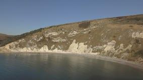 Ensenada de Lulworth en la costa del período jurásico almacen de metraje de vídeo